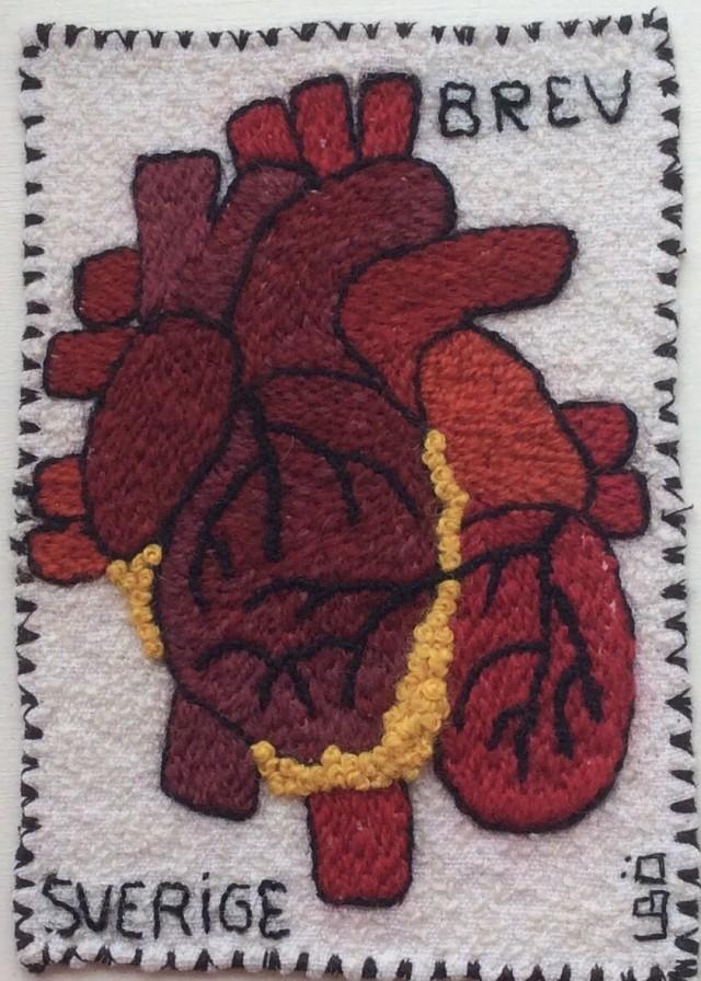 Ett hjärta av kött och blod eller lin och ull. Broderat av Ulla-Britt Önnestam